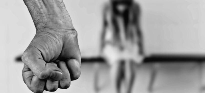 Wykorzystał seksualnie trzy córeczki. Sąd skazał go też za kazirodztwo