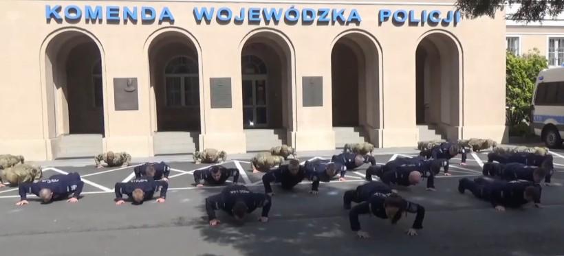 """#GaszynChallenge. Rzeszowscy policjanci """"pompują"""" dla chorych dzieci! (WIDEO)"""