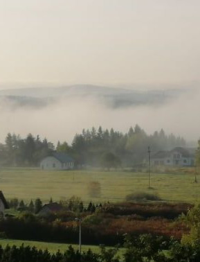 Poranna mgła otula Bykowce (FOTO)