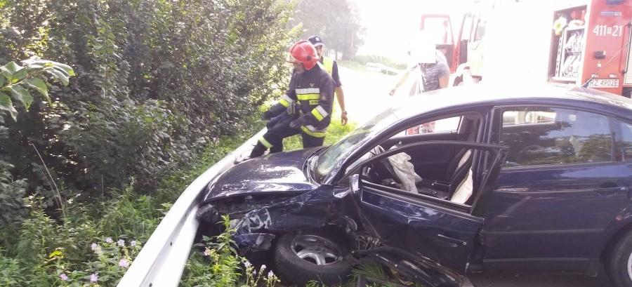 Zderzenie volkswagena z fiatem we Wzdowie (FOTO)
