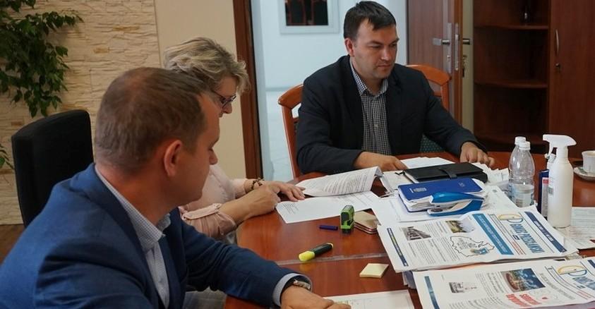 """Umowa na realizację """"Budowa toru rowerowego typu pumptrack- bieżni do rekreacji oraz elementów małej architektury w Przecławiu"""" podpisana!"""