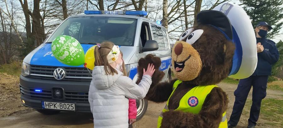 Miś-policjant ze świąteczną wizytą u dzieci (VIDEO, ZDJĘCIA)