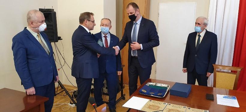 Lek. Bodnar nagrodzony Laurem Ziemi Przemyskiej za sukcesy w leczeniu COVID-19