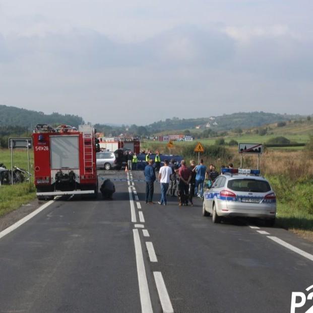 Z OSTATNIEJ CHWILI: Zderzenie kilku samochodów w Pisarowcach. Droga zablokowana