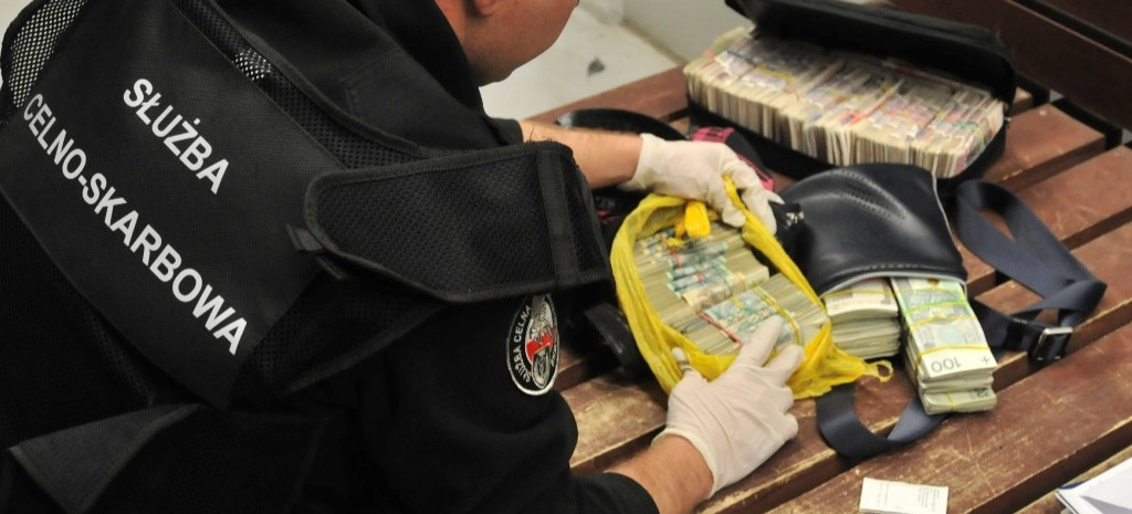 Blisko 800 tys. złotych w gotówce w bagażach podróżnych