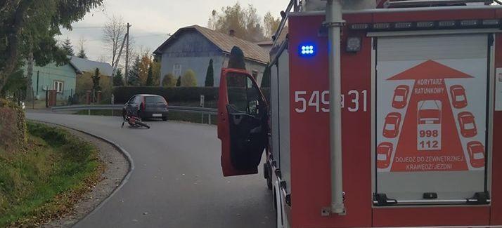 15-latek na niezarejestrowanym motocyklu. Wjechał w osobówkę (FOTO)