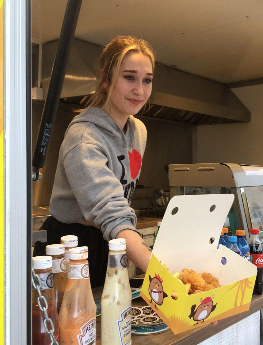 Dla każdego coś smacznego! Food trucki na Rynku w Sanoku (VIDEO, ZDJĘCIA)