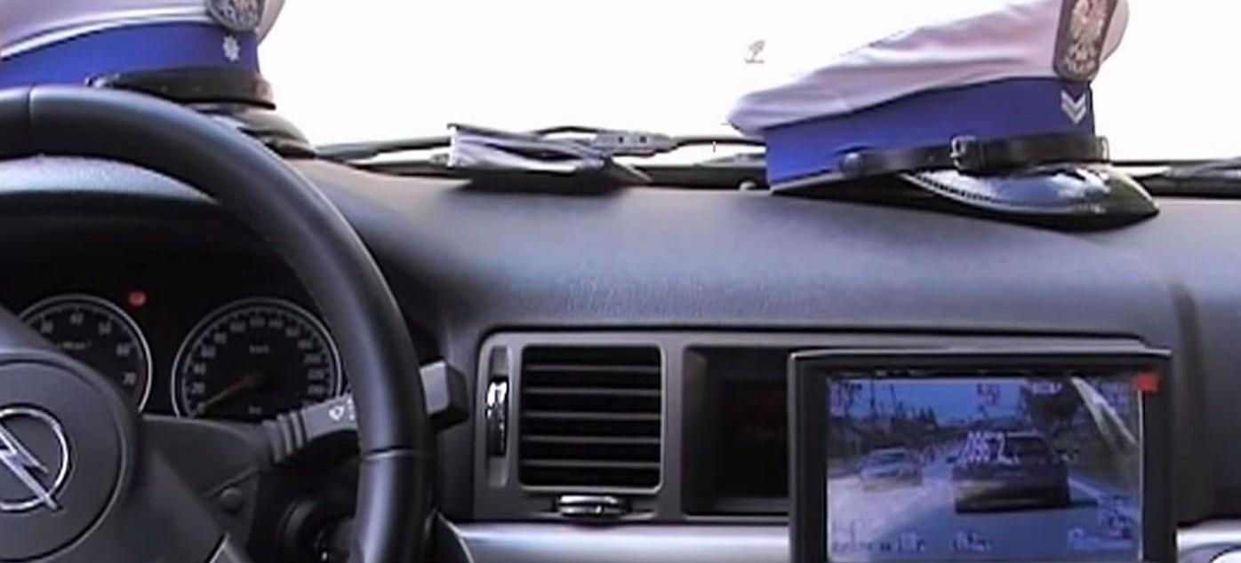 Policyjny pościg za kierowcą. Uciekinier wjechał w radiowóz!