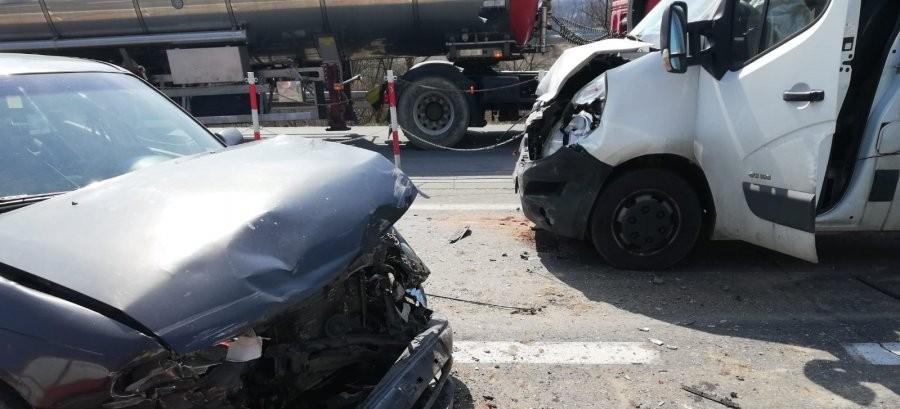 JASŁO: Zderzyły się cztery samochody, dwie osoby trafiły do szpitala (ZDJĘCIA)