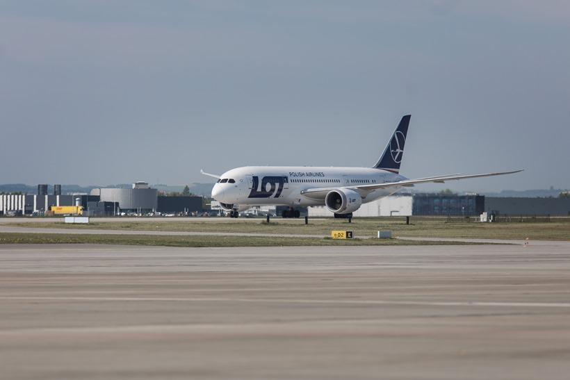 B787_Dreamliner_LOT-u_na_pasie_startowym_w_Rzeszowie-_fot_M.Mielniczuk_PLRzJ (1)