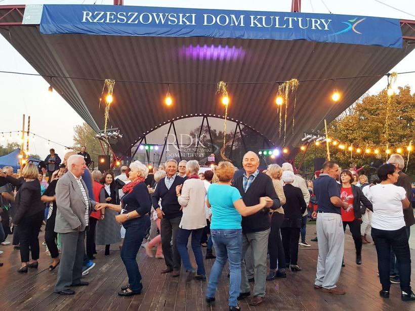 Foto - Potańcówka Miejska dla Seniorów (fot. RDK) - 1_2