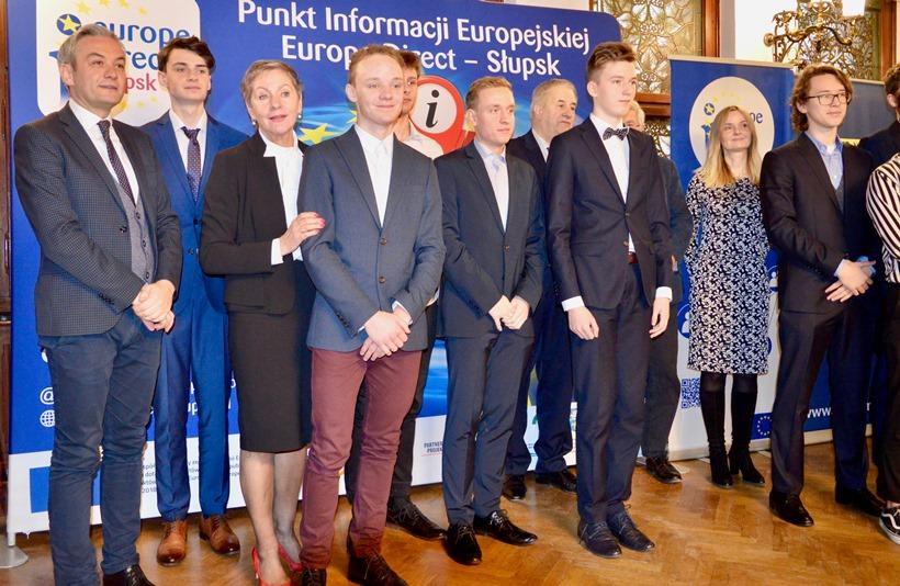 Gala finałowa - trzeci od prawej Aleksander Hycnar z IX LO Rzeszów