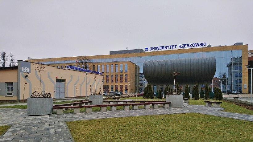 PL_Rzeszów,_Uniwersytet_Rzeszowski,_2021-03-01--10-44_22