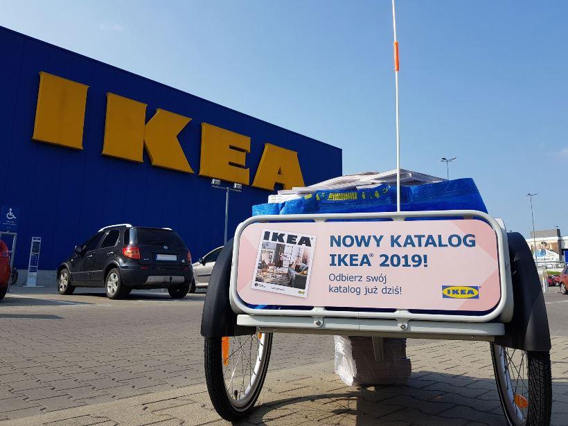 Przyczepka z katalogami IKEA