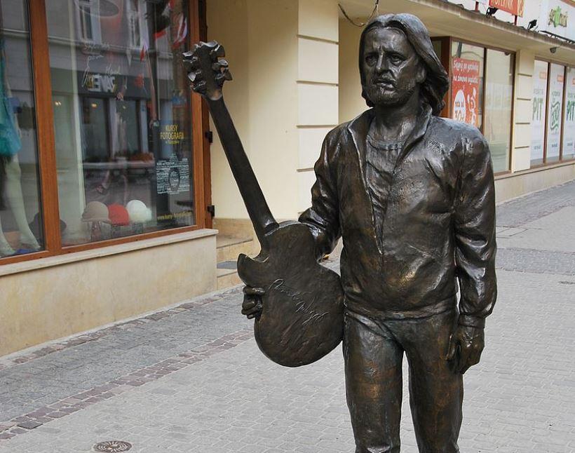 Tadeusz_Nalepa_monument,_Rzeszów_3_Maja_Street