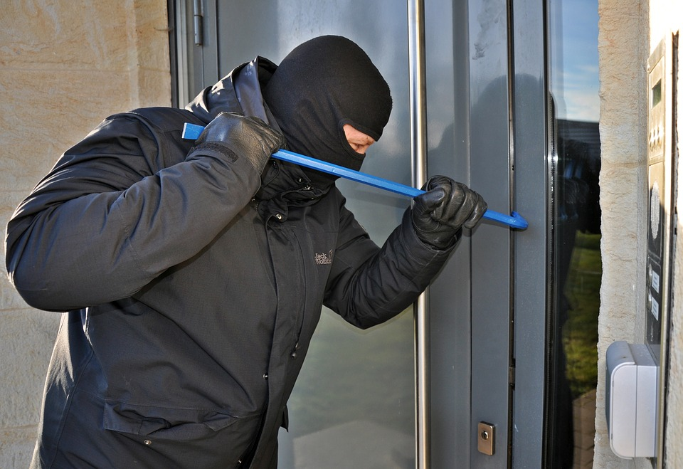 burglar-3718381_960_720