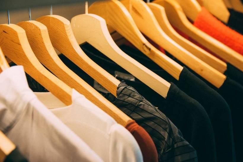 clothing-3301740_1280,ooOAqamgpHGXr7yLZJI