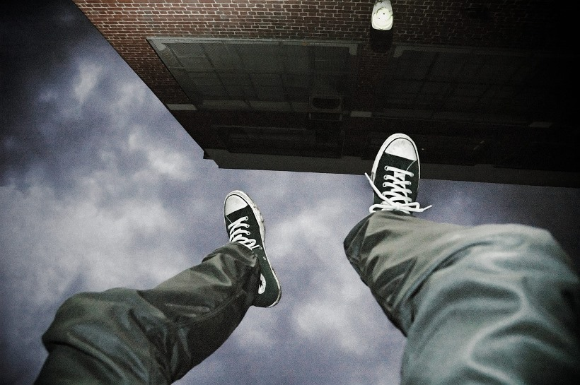 falling-2245869_1280