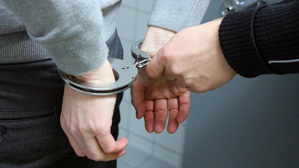 handcuffs-2102488_960_720_1