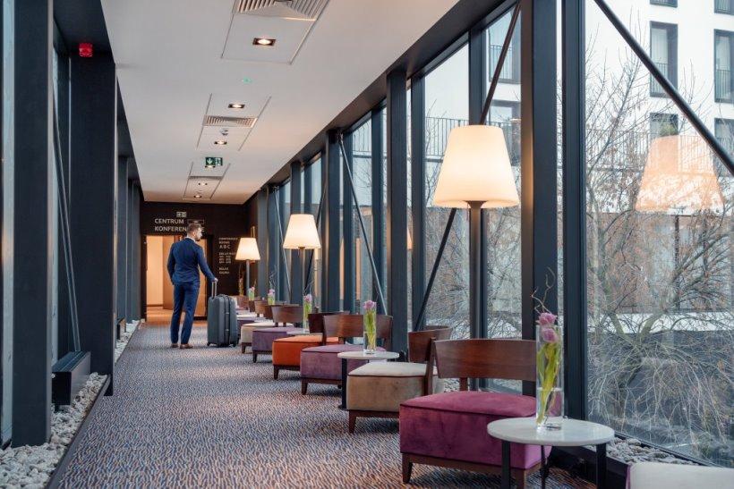 hotel_bb_rzeszow_centrum_lacznik_korytarz_01_m