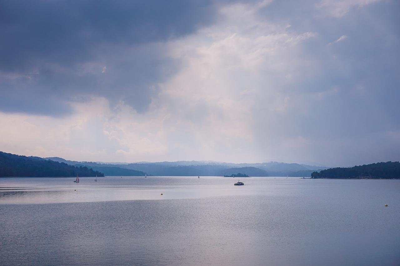 lake-2456391_1280