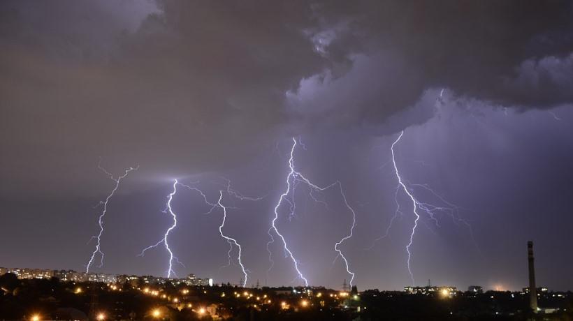 lightning-2555826_960_720