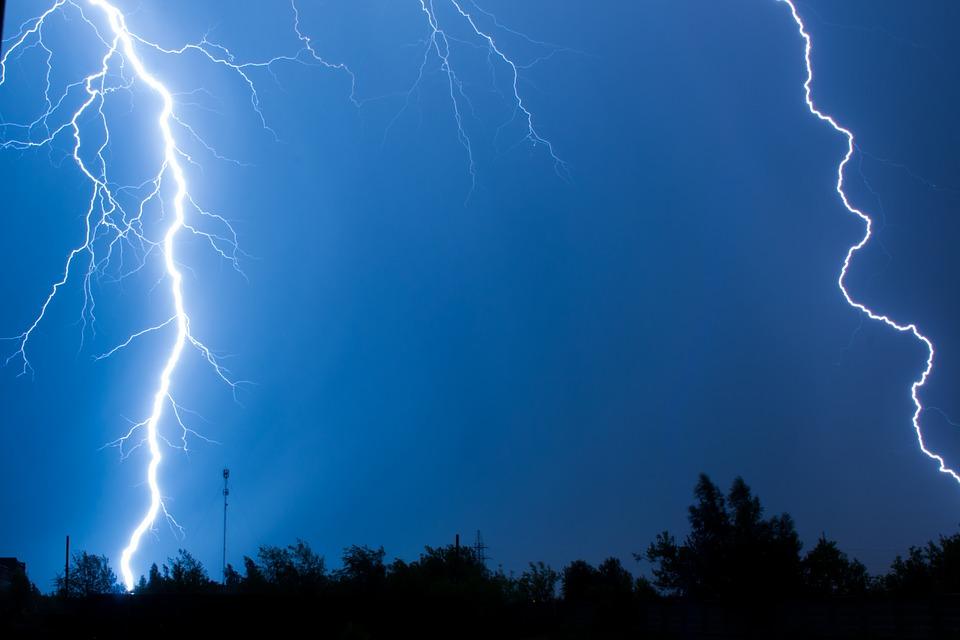 lightning-4013539_960_720