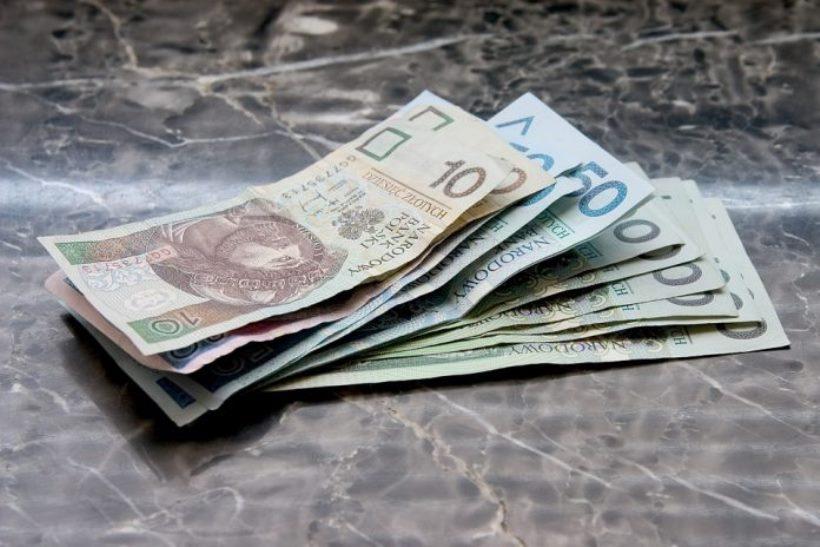 money-661584_960_720-696x464