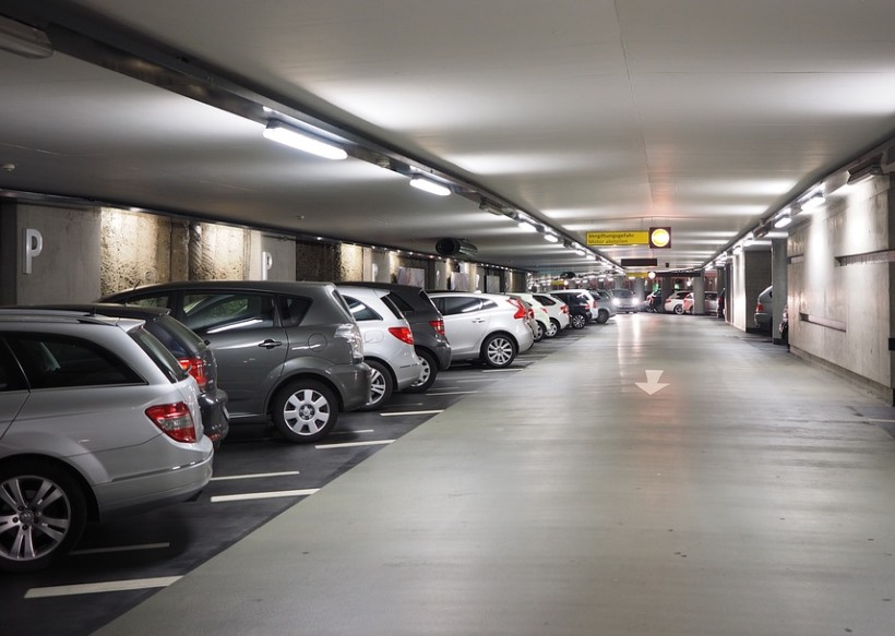 multi-storey-car-park-1271919_960_720