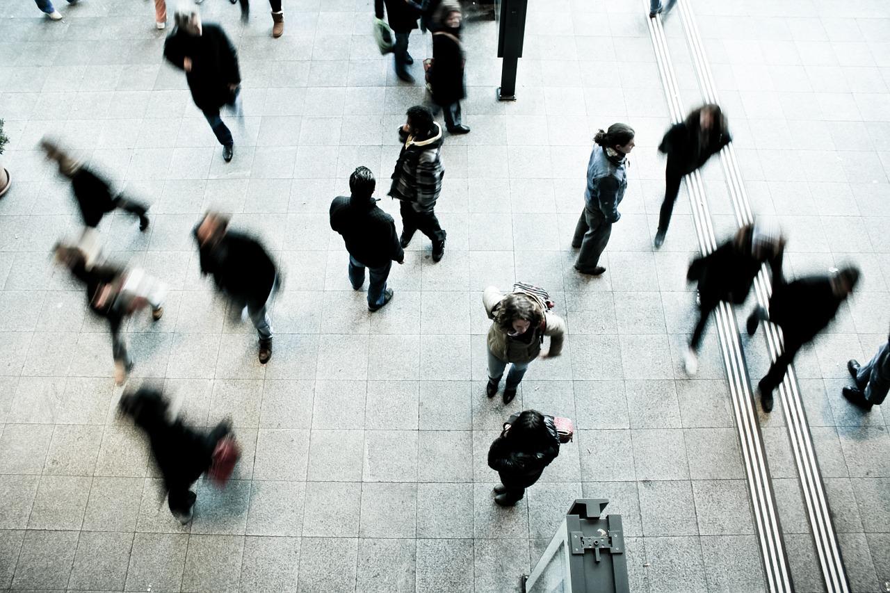 pedestrians-1209316_1280_2