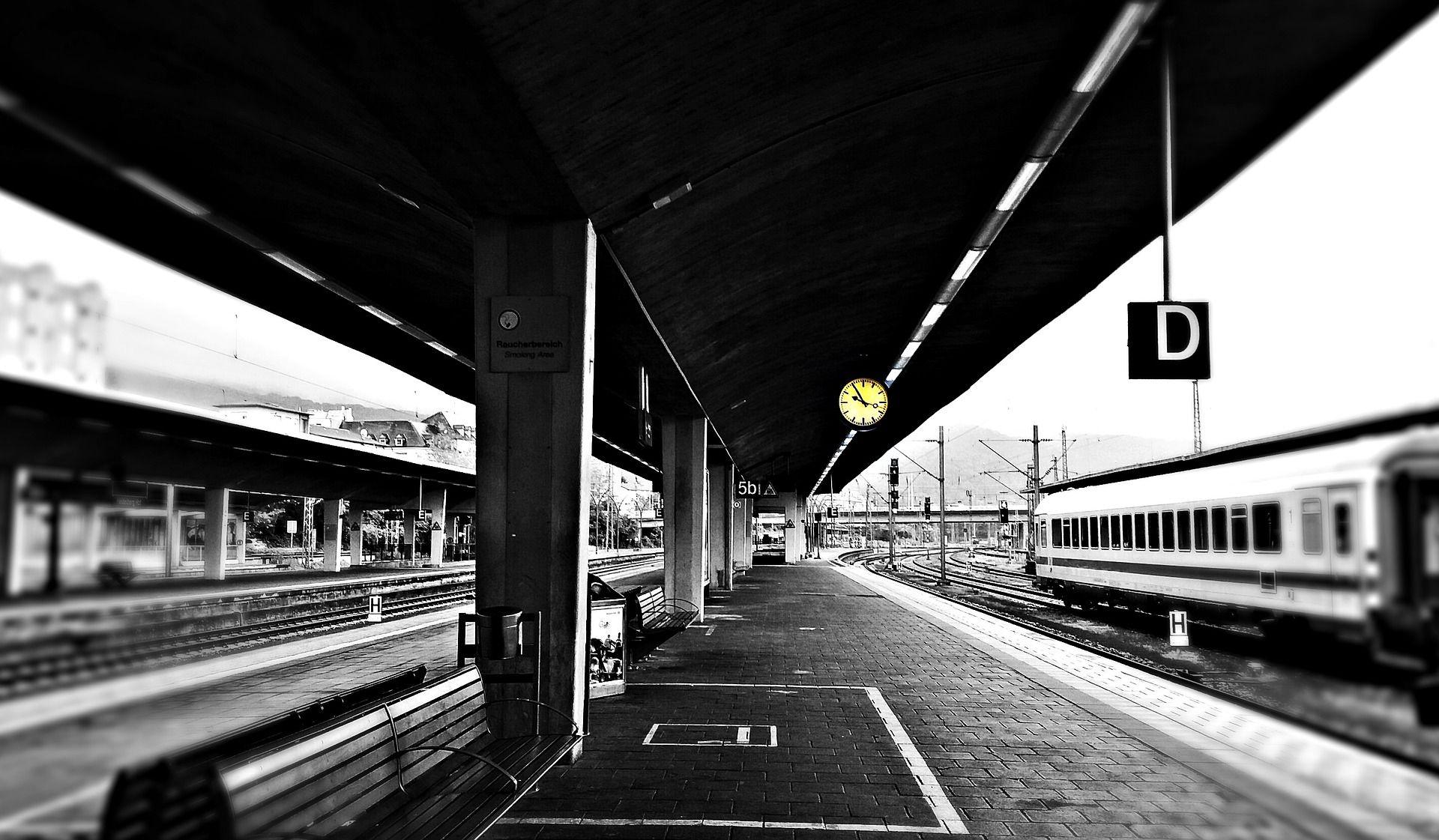 railway-station-2570325_1920