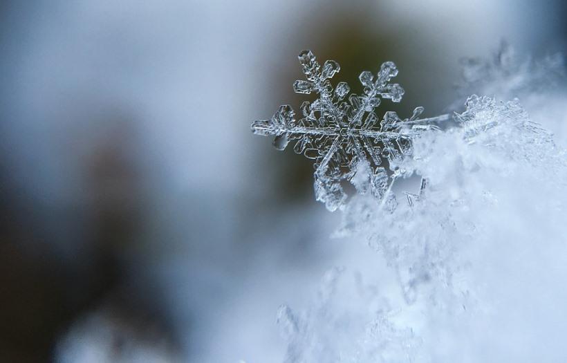 snowflake-1245748_960_720